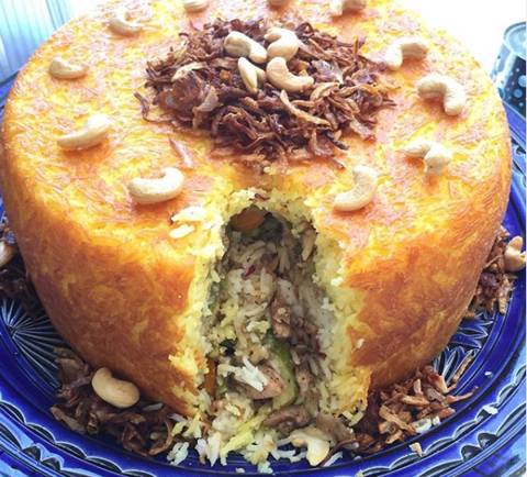 أرز قرارة بالدجاج والخضار مخبوز على شكل كيكة