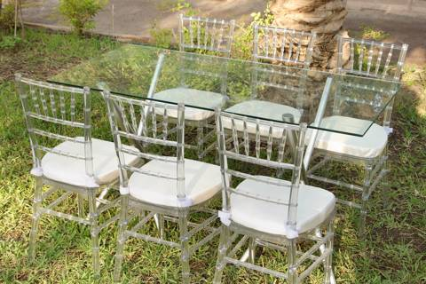 Transparent Chiavari Chairs with Rectangle Table